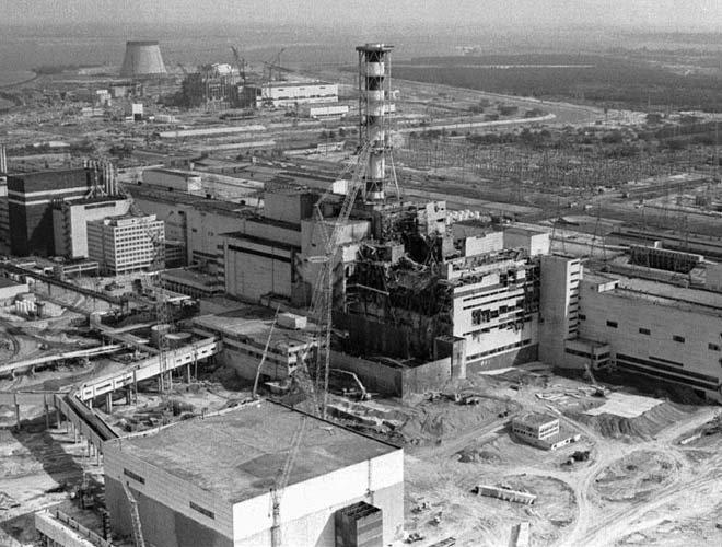 爆炸后的切尔诺贝利核电站